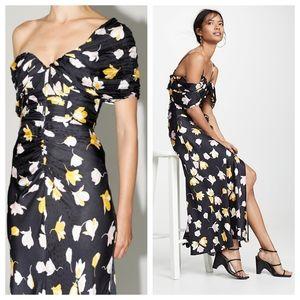 𝘀𝗲𝗹𝗳-𝗽𝗼𝗿𝘁𝗿𝗮𝗶𝘁 Off-shoulder Dress